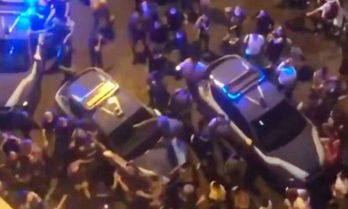 Agenti aggrediti a Napoli