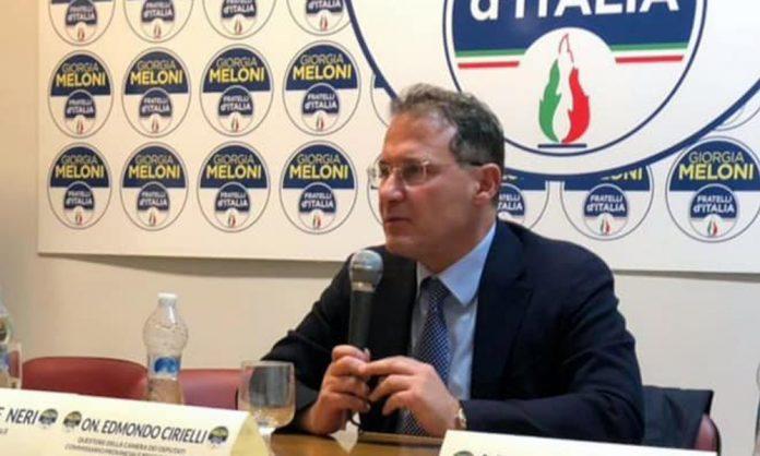 Edmondo Cirielli dice no agli accanimenti sugli agenti di Polizia