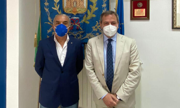 Il neo assessore Antonino Muto e il sindaco Vincenzo Ascione