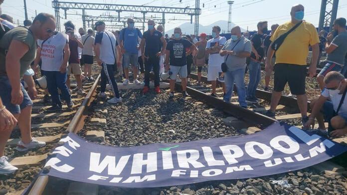 Whirlpool Napoli, un momento della protesta di questa mattina